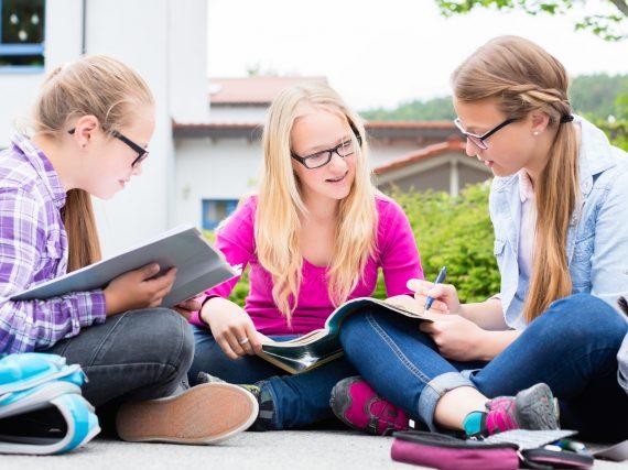 Perfekt vorbereitet: 10 Klassenarbeiten in Deutsch mit Lösung!