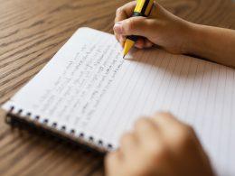 So können Sie die Kommasetzung prüfen – damit Ihr Kind fehlerfrei schreibt