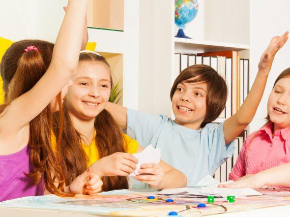 Lernspiele für Kinder – unsere Spielefavoriten für Mathe, Deutsch und Englisch