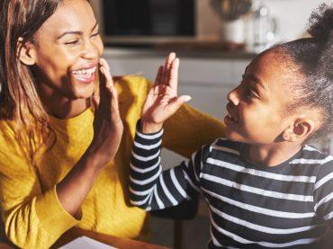 Kinder optimal unterstützen mit Belohnung, Lob und Kritik